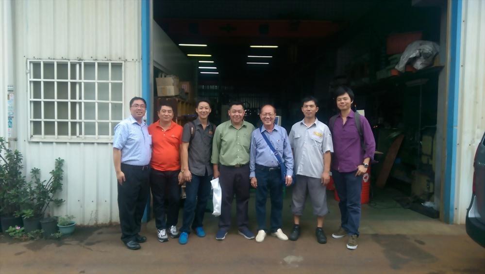 2014.09.22泰國客戶來訪-汽門研磨機