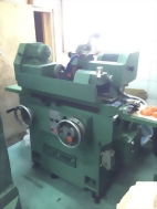Circular shaft precision grinding machine