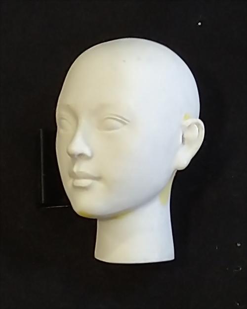 Tác phẩm điêu khắc đầu búp bê phiên bản Q 3
