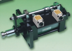 Tie-rod mold cylinders