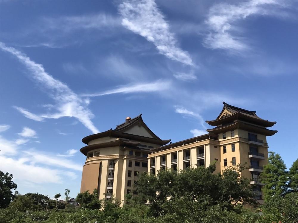 Taoyuan City Round Light Buddha College Entrance