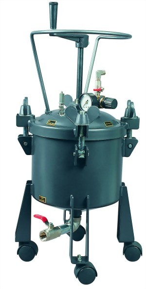 2 1/2 Gallon Dome Type Pressure Tank