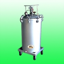 200 LITER STAINLESS STEEL PRESSURE POTS; TOP FLUID OUTLET AIR AGITATOR