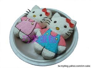一對KITTY造型蛋糕