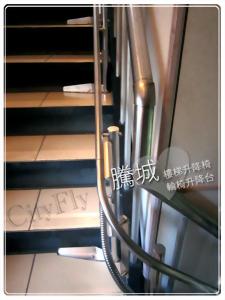 桃園L型90度樓梯升降椅