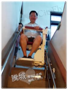 高雄側坐型電動爬梯椅