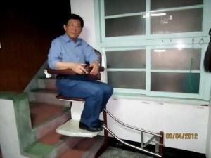 側坐升降椅