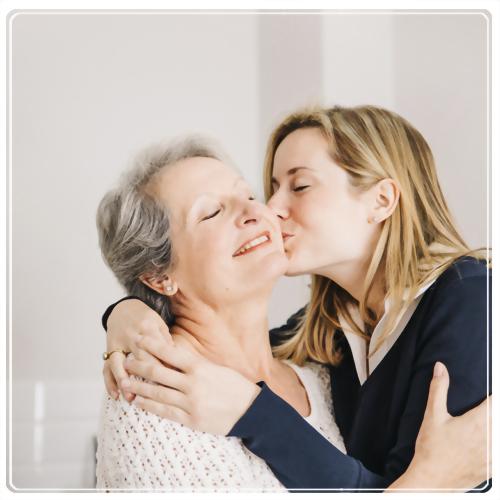 每次見面,給母親一個擁抱