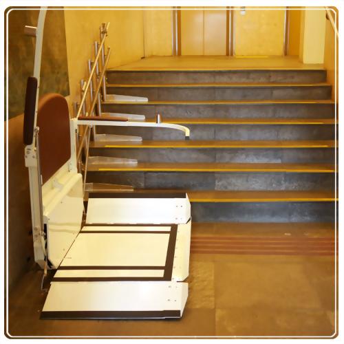 騰城輪椅樓梯升降平台-台北女青年會