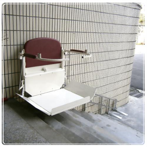 騰城輪椅樓梯升降平台-台北萬芳國小