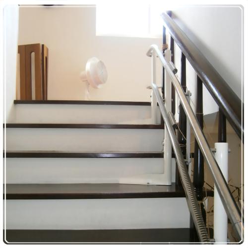 騰城樓梯升降椅-桃園無障礙爬梯電梯-鄭家-付出愛,接受愛與實踐愛,是學無止盡的必修課程