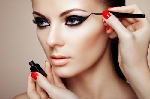 美容化妝師證書課程+帶薪實習(26週)