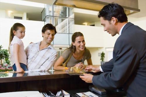 顧客服務課程+帶薪實習(24週,32週,40週,48週)