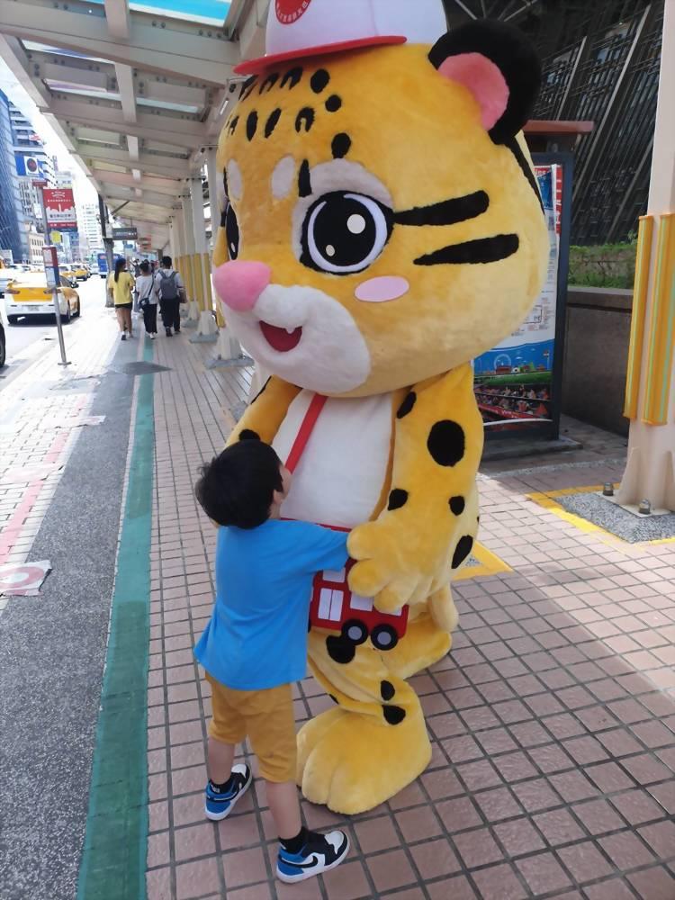 布偶裝(人偶裝)-台北市雙層巴士 抱豹 5