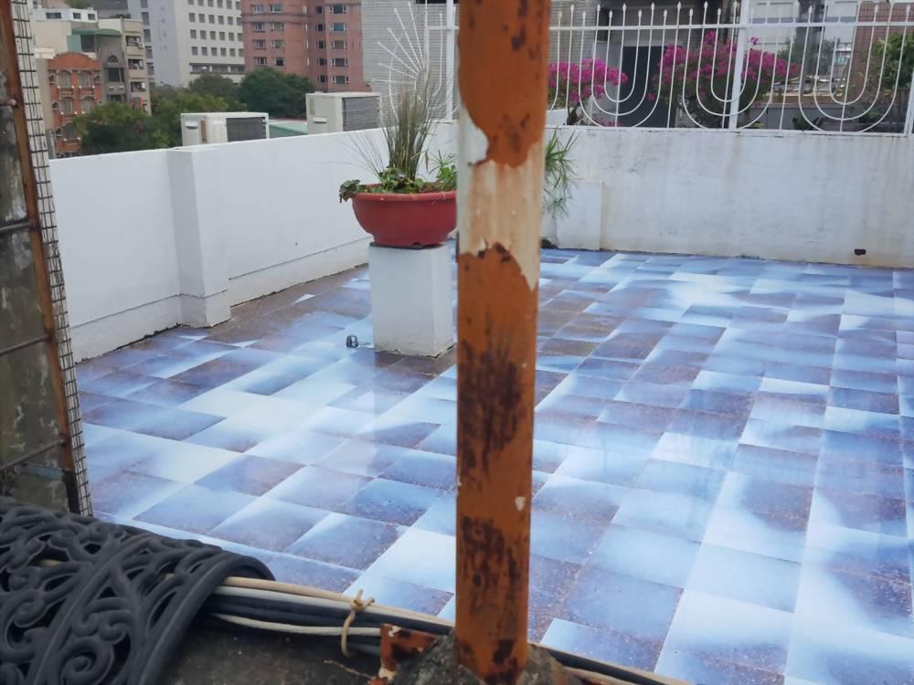 高雄凱旋二路民宅屋頂