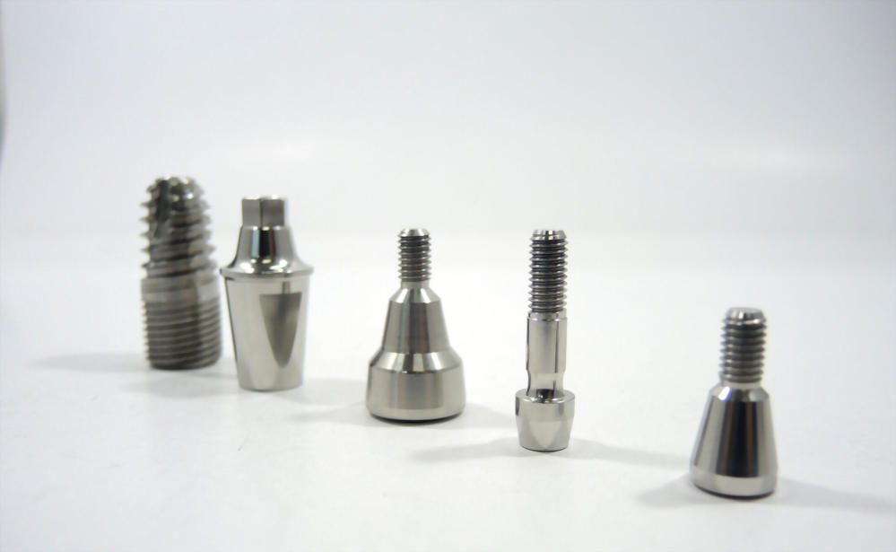 鈦金屬-植牙體