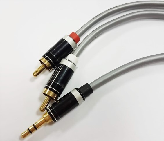 3.5mm Stereo Plug-2*RCA Plugs