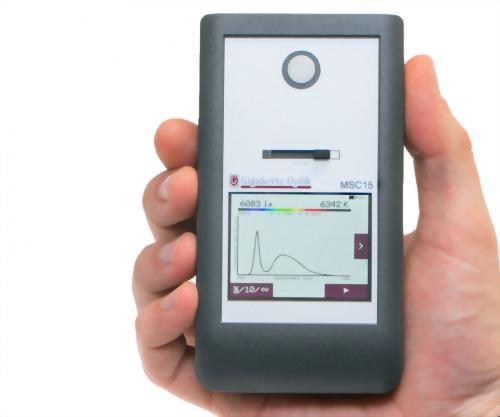 手持式光譜照度計