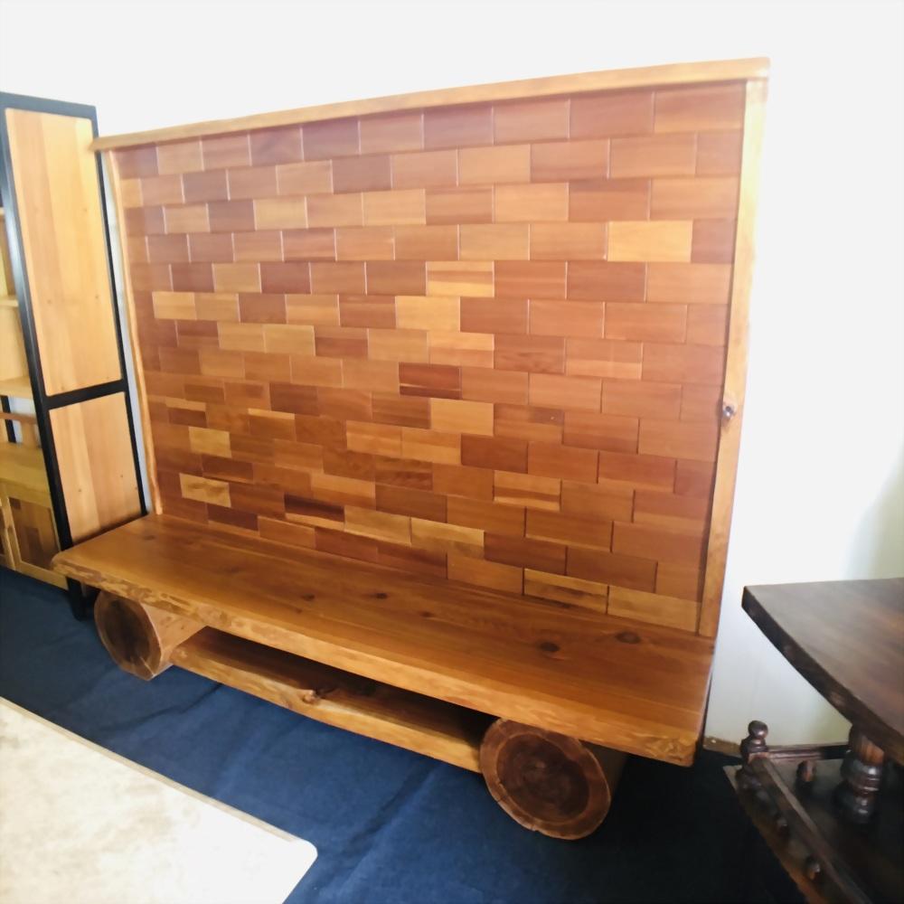 原木電視背板牆