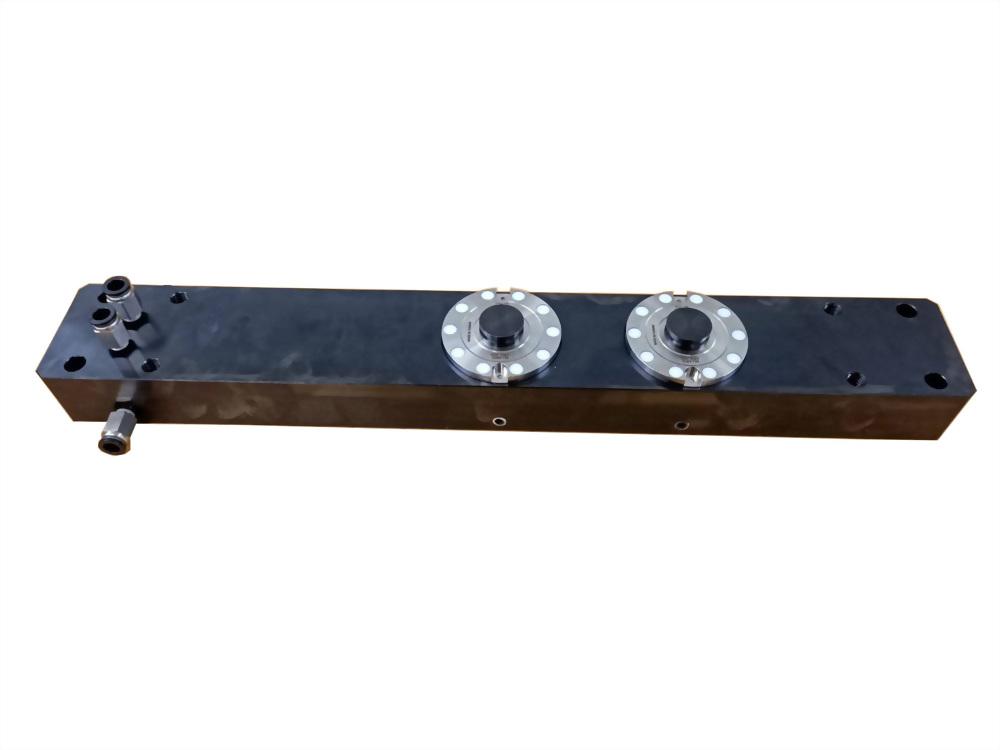 65型銑床中板雙穴