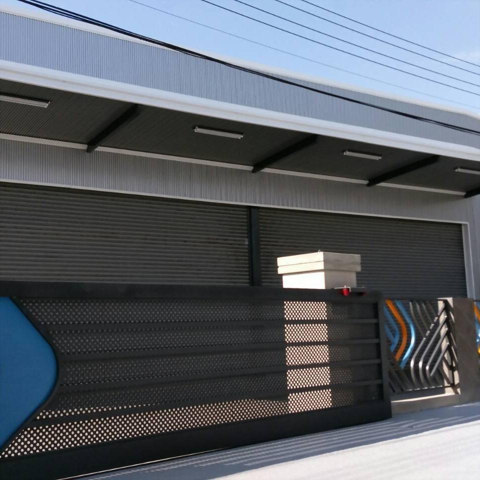 沖孔板造型電動大門