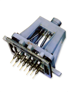 多軸鑽孔攻牙器