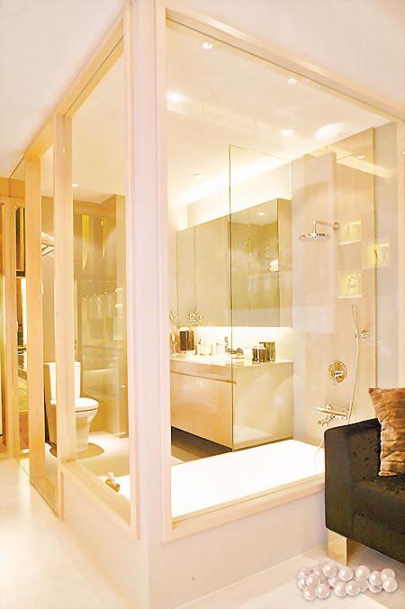 浴室玻璃隔間