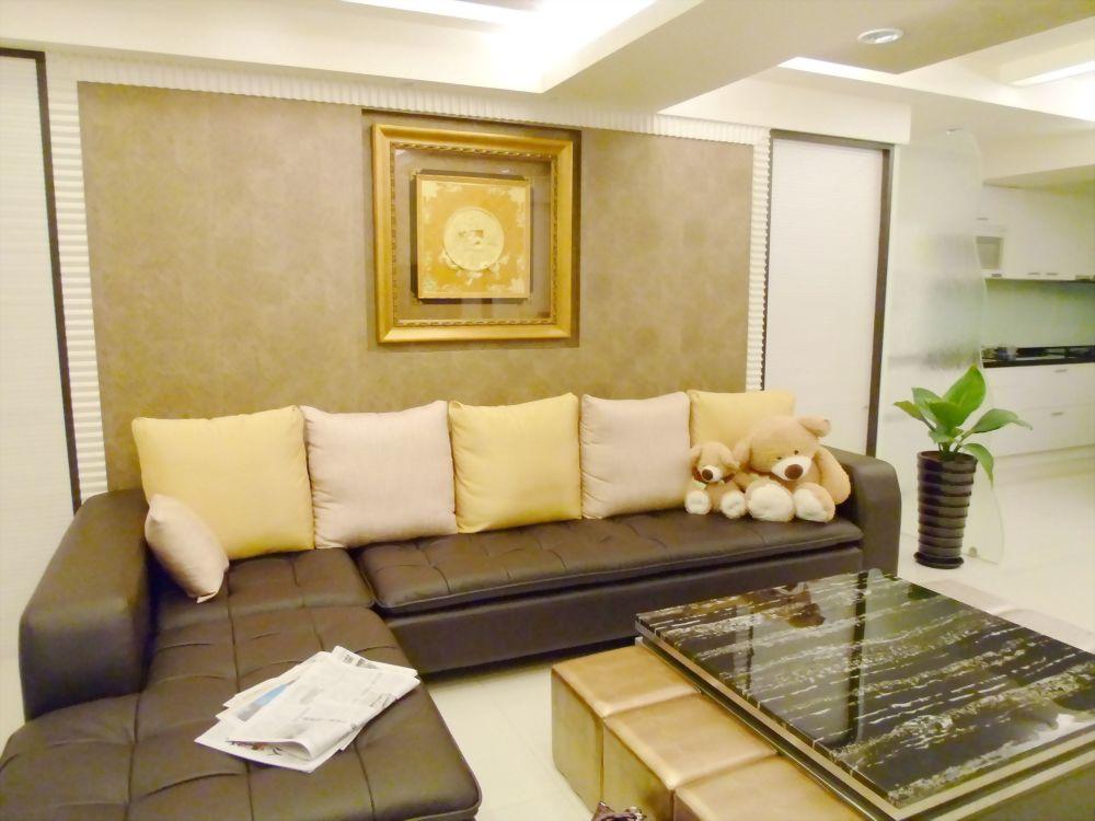 客廳沙發後主牆
